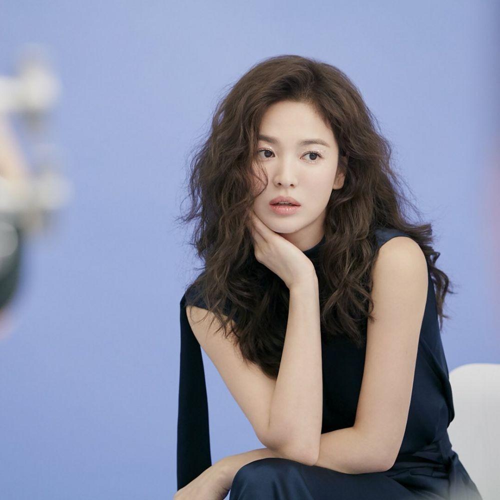 10 Potret Song Hye Kyo dengan Gaya Rambut Berbeda,Makin Fashionable!