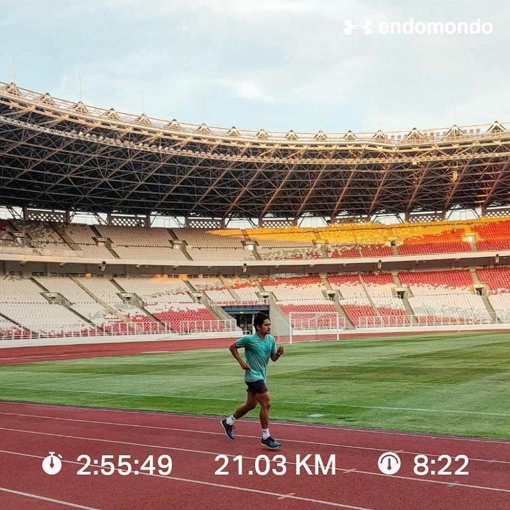 Suka Olahraga, Ini 10 Potret Ibnu Jamil Saat Lari hingga Sepak Bola