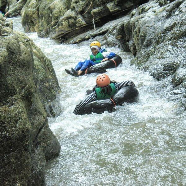 Pacu Adrenalin, Ini 5 Tempat Wisata River Tubing Paling Seru di Jogja!