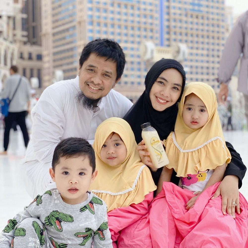 Baru Pulang dari Makkah, 10 Potret Umrah Oki Setiana Dewi