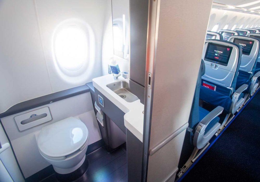9 Cara Terhindar dari Virus Corona Saat Traveling dengan Pesawat