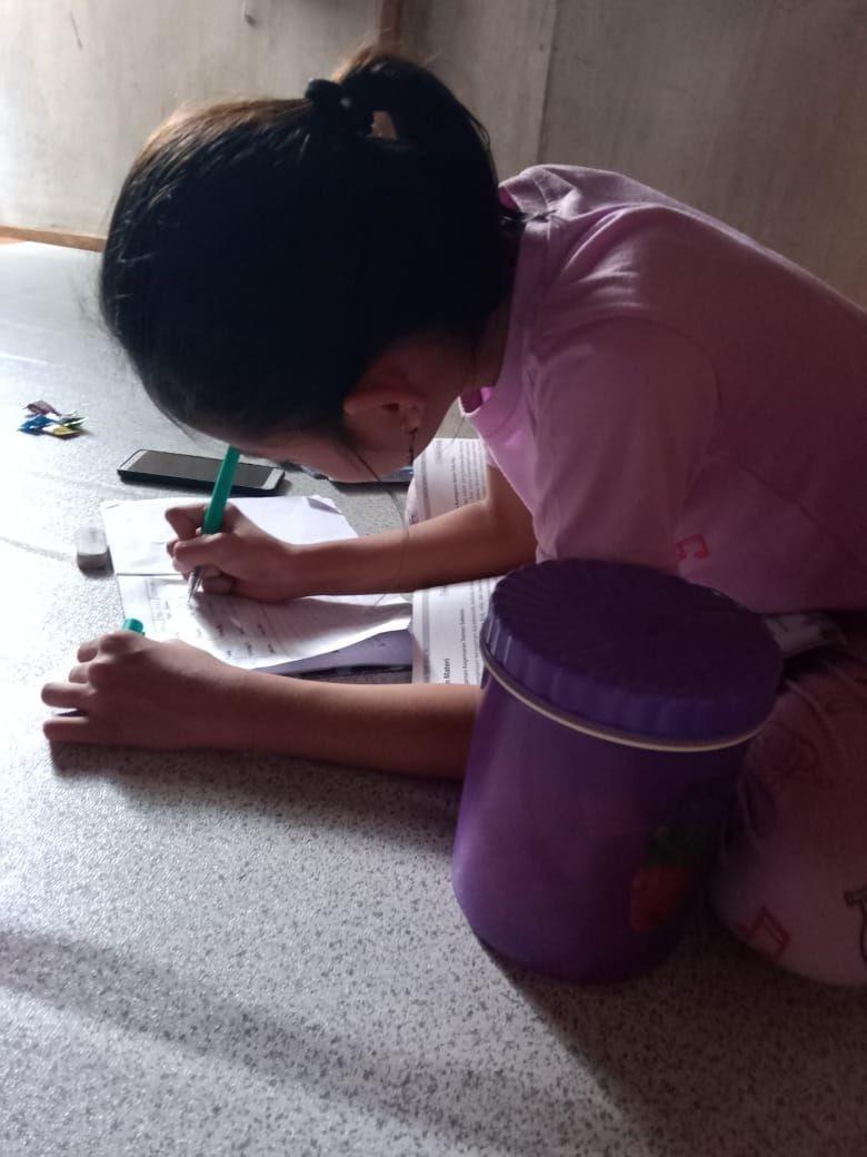 Repotnya Orangtua Work from Home Saat Bimbing Anak Belajar di Rumah