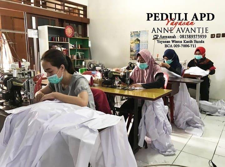 10 Potret Menyentuh Anne Avantie, Kerahkan Pegawai untuk Produksi APD