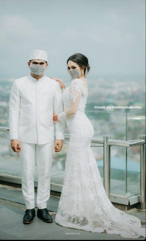 10 Potret Momen Sakral Pernikahan YouTuber Maell Lee yang Serba Putih