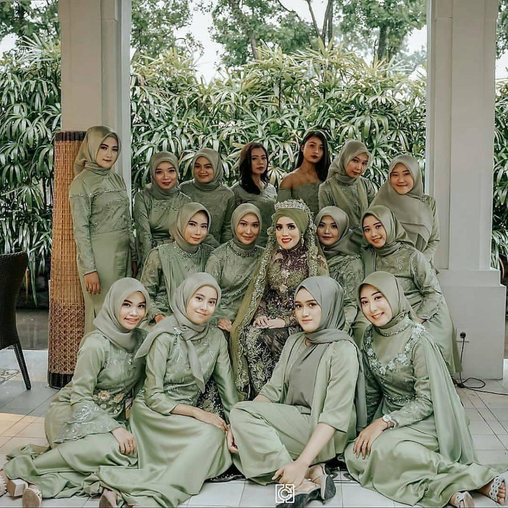 10 Ide Seragam Bridesmaids dengan Warna Hijau, Kompak Tampil Fresh!