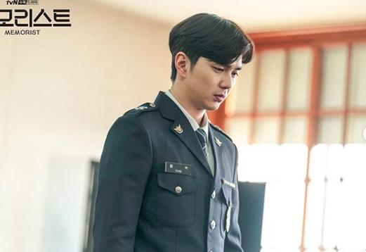 Siap Mengamankan Hatimu! 10 Potret Yoo Seung Ho dengan Seragam Polisi