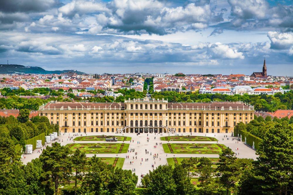 10 Arsitektur Megah Istana Negara di Dunia, Ada yangBergelimang Emas