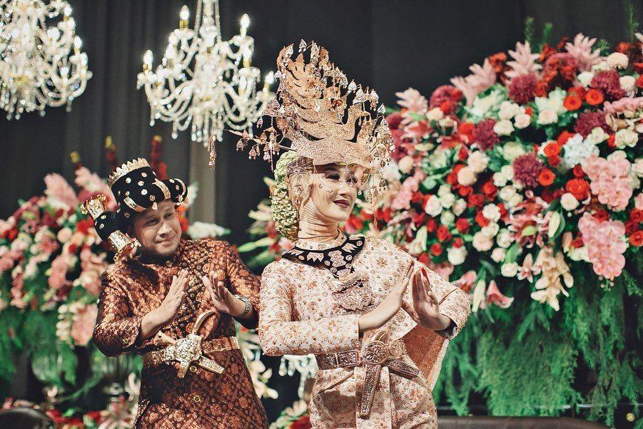 10 Potret Pernikahan Kedua Dian Pelangi yang Baru Diunggah, Mewah!