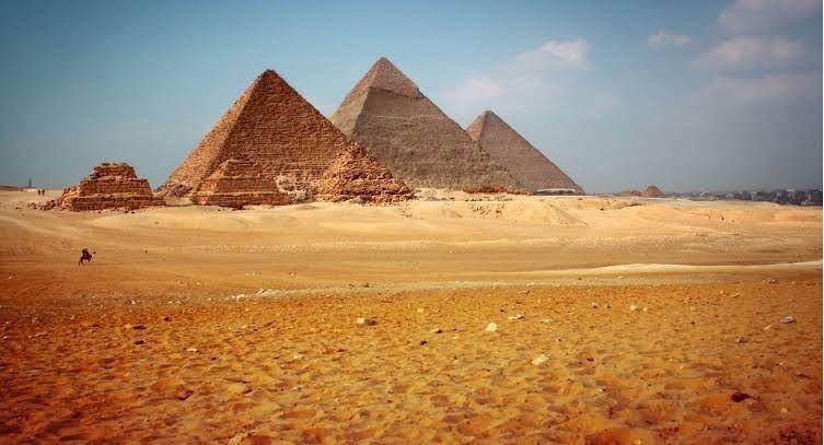 Piramida Khafre, Khufu, dan Menkaure,