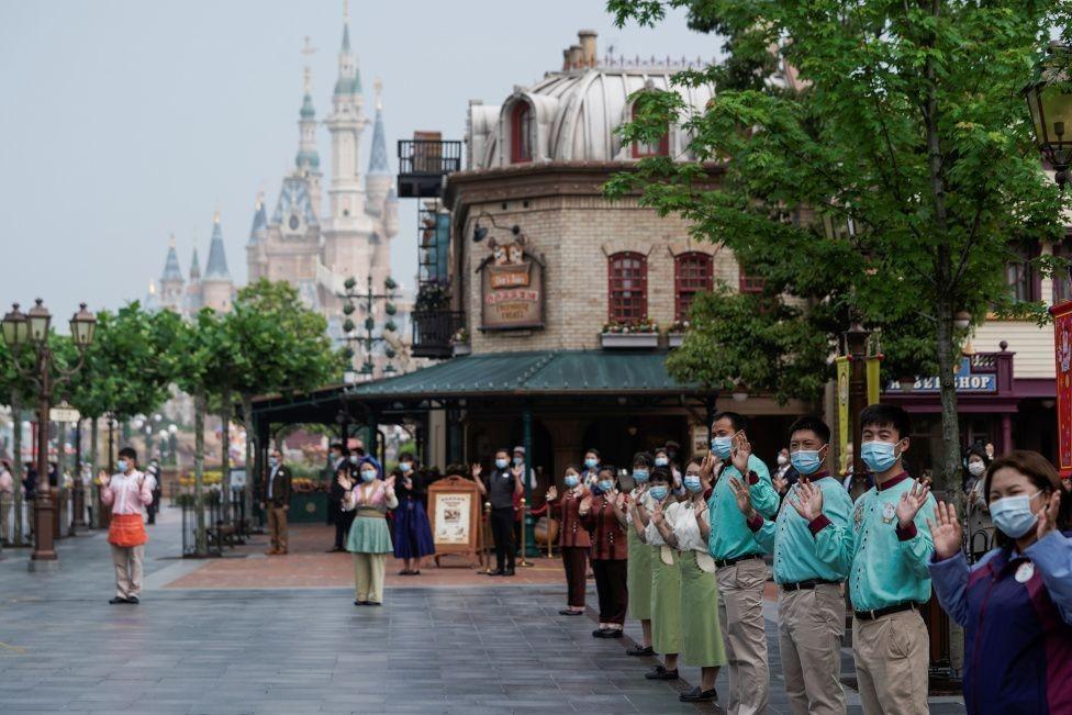 Dibuka Usai Lockdown, 10 Potret Keramaian Disneyland Shanghai