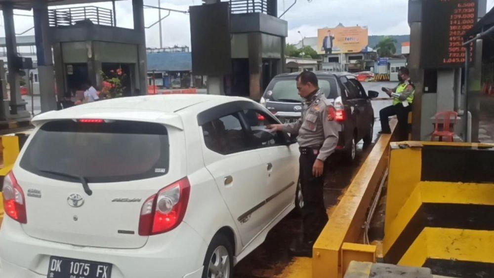 Sudah 8.013 Kendaraan Mudik Disuruh Putar Balik di GT Cikarang Barat