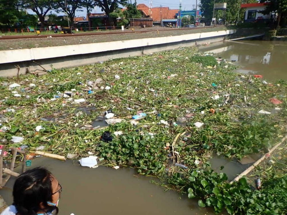 Kali Surabaya Tercemar Mikroplastik, Berpotensi Cemari Bahan Baku PDAM