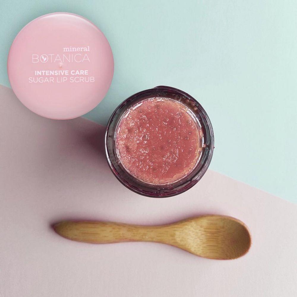 7 Rekomendasi Lip Scrub Lokal di Bawah 55 Ribuan & Bikin Bibir Merona