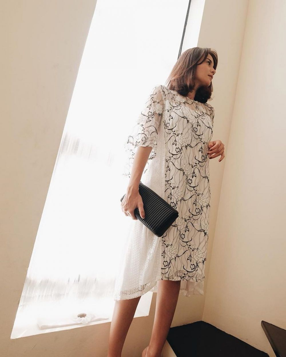 10 Inspirasi Styling Dress Putih untuk Party ala Seleb & Influencer