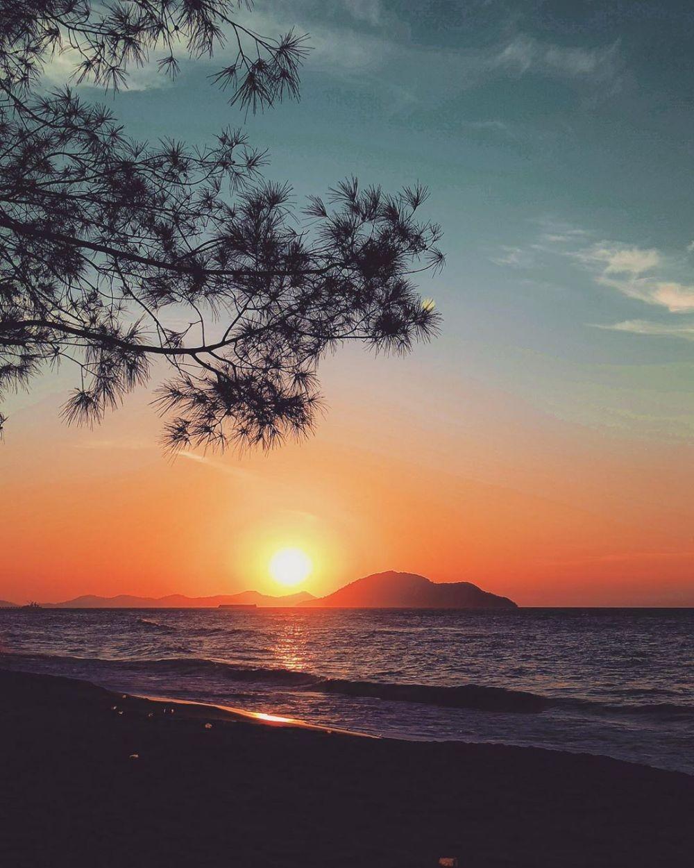 10 Destinasi Wisata Paling Populer di Kalimantan, Menawan Banget!