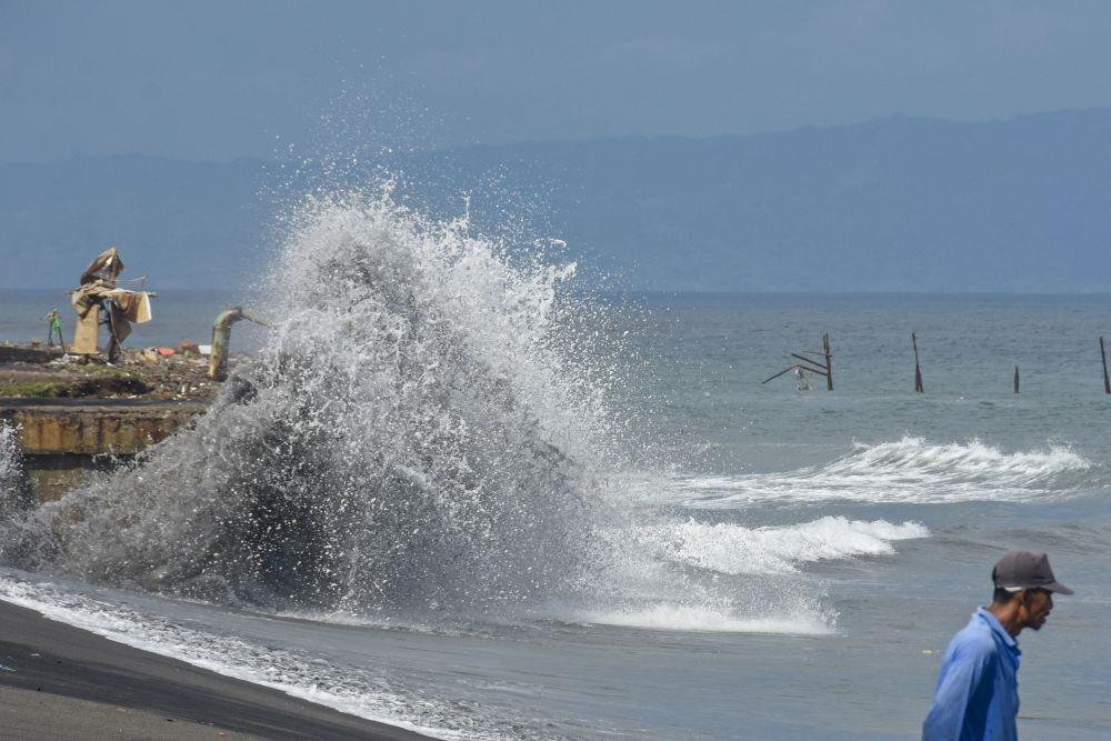Kena Efek Spring Tide, Pesisir Semarang dan Demak Terendam Banjir Rob