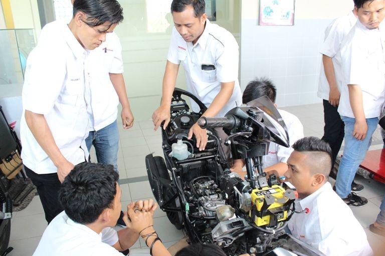 Tingkatkan Kualitas, Honda Revitalisasi TUK di SMK Mitra Binaan