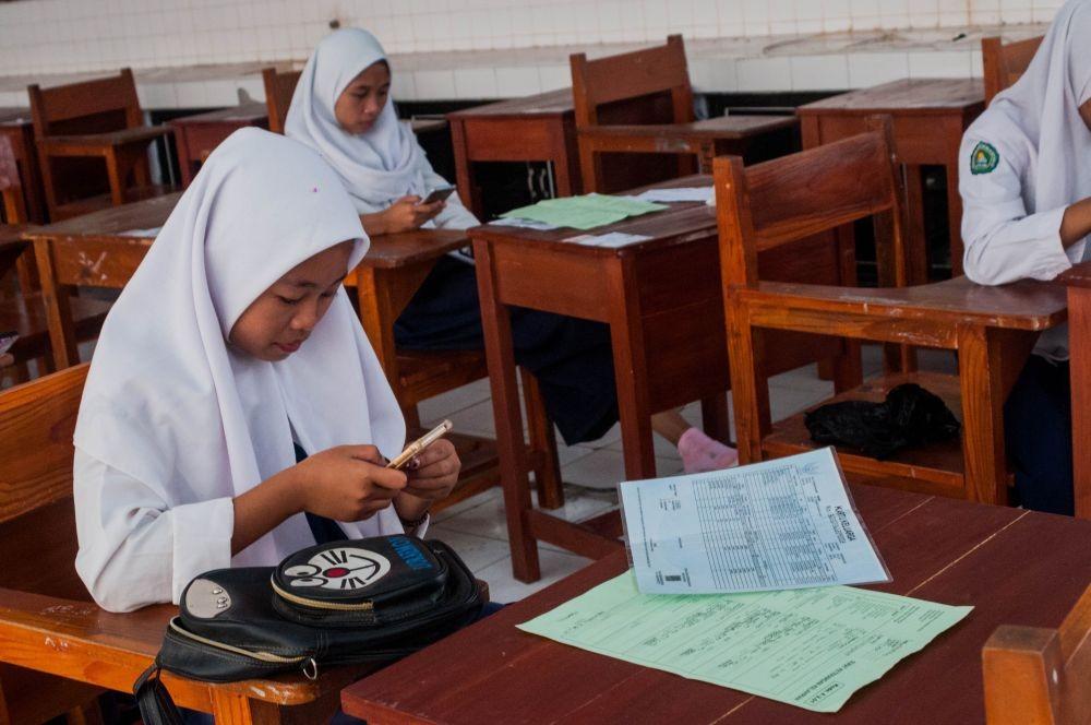 2 Anak Rebutan 1 Kursi SD dan SMP di Semarang saat PPDB Online 2020