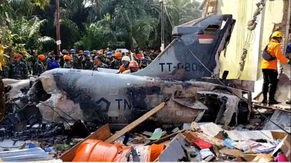 Pesawat Tempur Jatuh di Rumah Kosong Warga, Pilot Berhasil Selamat