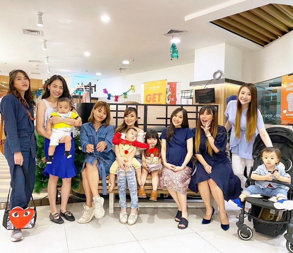 10 Potret Langgeng Personel Cherrybelle Setelah Bubar, Makin Akrab!