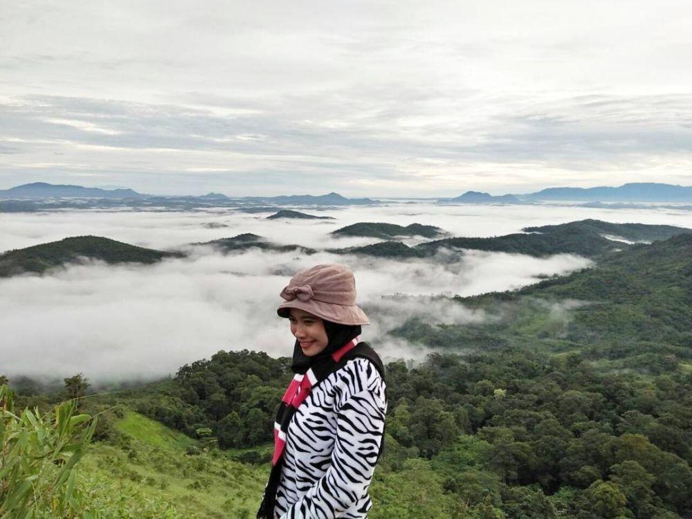 10 Tempat Wisata di Indonesia dengan Sensasi di Atas Awan yang Menawan