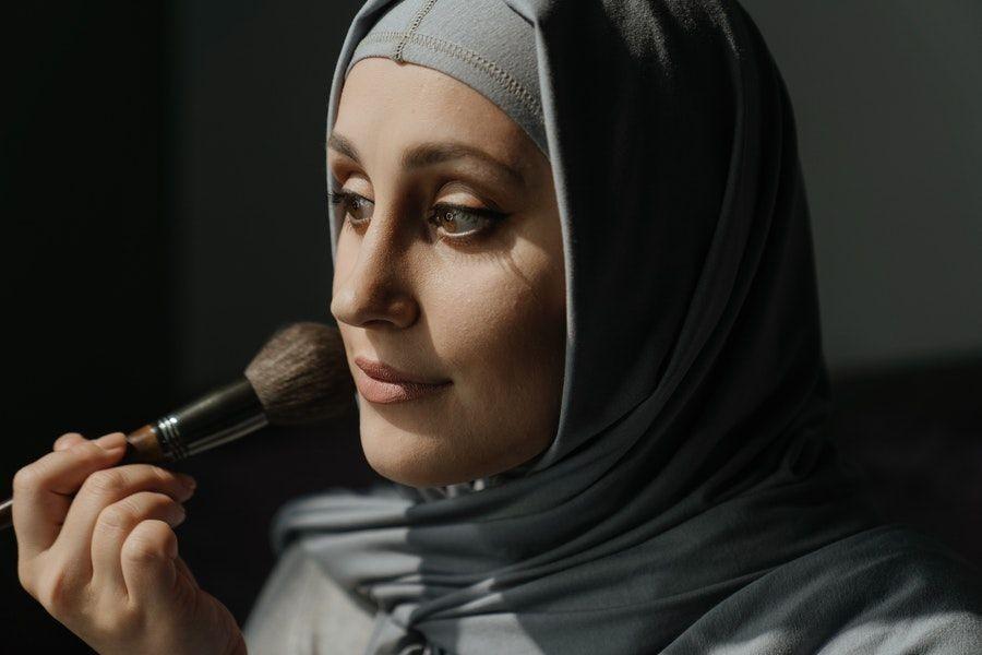 5 Tips Makeup Flawless dan Kulit Sehat Terawat saat Pakai Masker