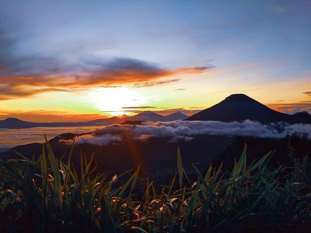 10 Tempat untuk Menikmati Sunrise di Dieng, Gak Cuma di Gunung Prau