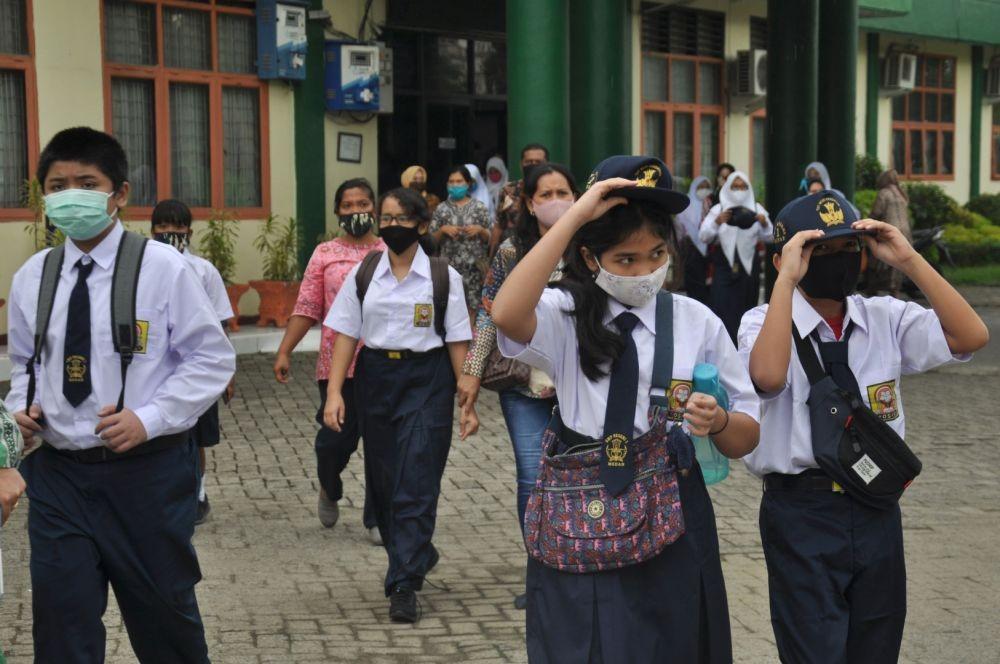 Belum Zona Hijau, Disdikbud Jateng Izinkan 8 Daerah Masuk Sekolah