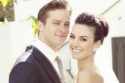 Cerai, 10 Kenangan Armie Hammer Istri Setelah 10 Tahun Bersama