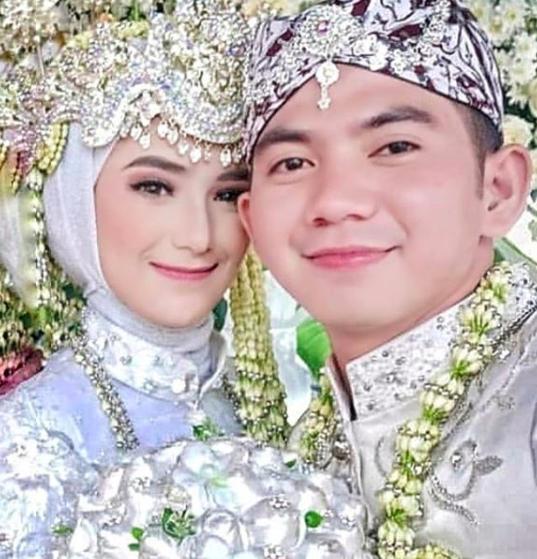 10 Momen Haru Pernikahan Rizki D'Academy, Ijab Kabulnya Bahasa Arab