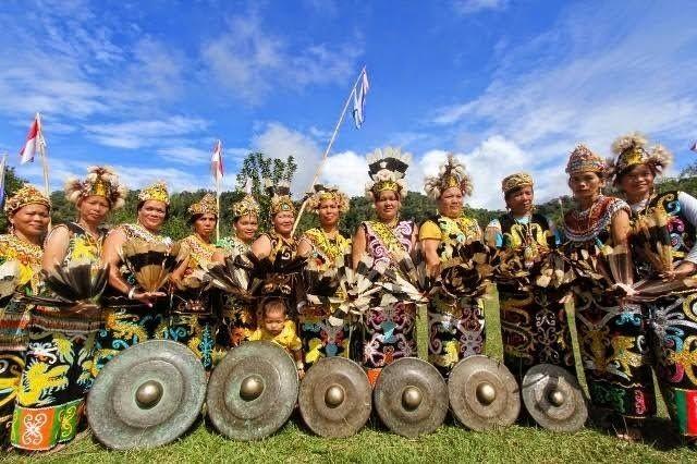 Makna Aneka Warna dan Pernak-pernik pada Pakaian Adat Dayak, Sakral!