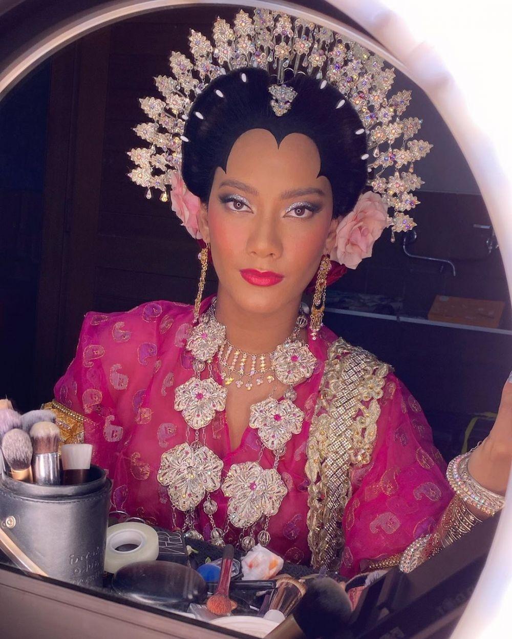 Anggun Banget, Tengok Ide Makeup dan Busana Adat ala Tara Basro