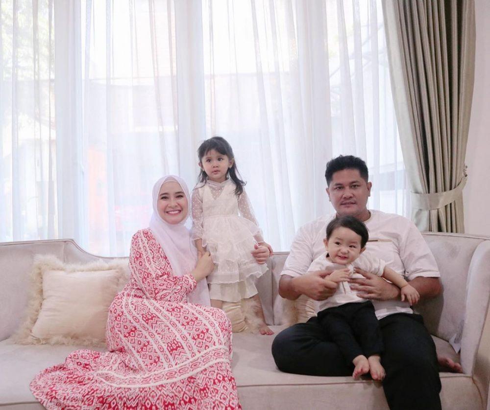 10 Gaya Keluarga Artis Rayakan Iduladha, Siapa Paling Kompak?