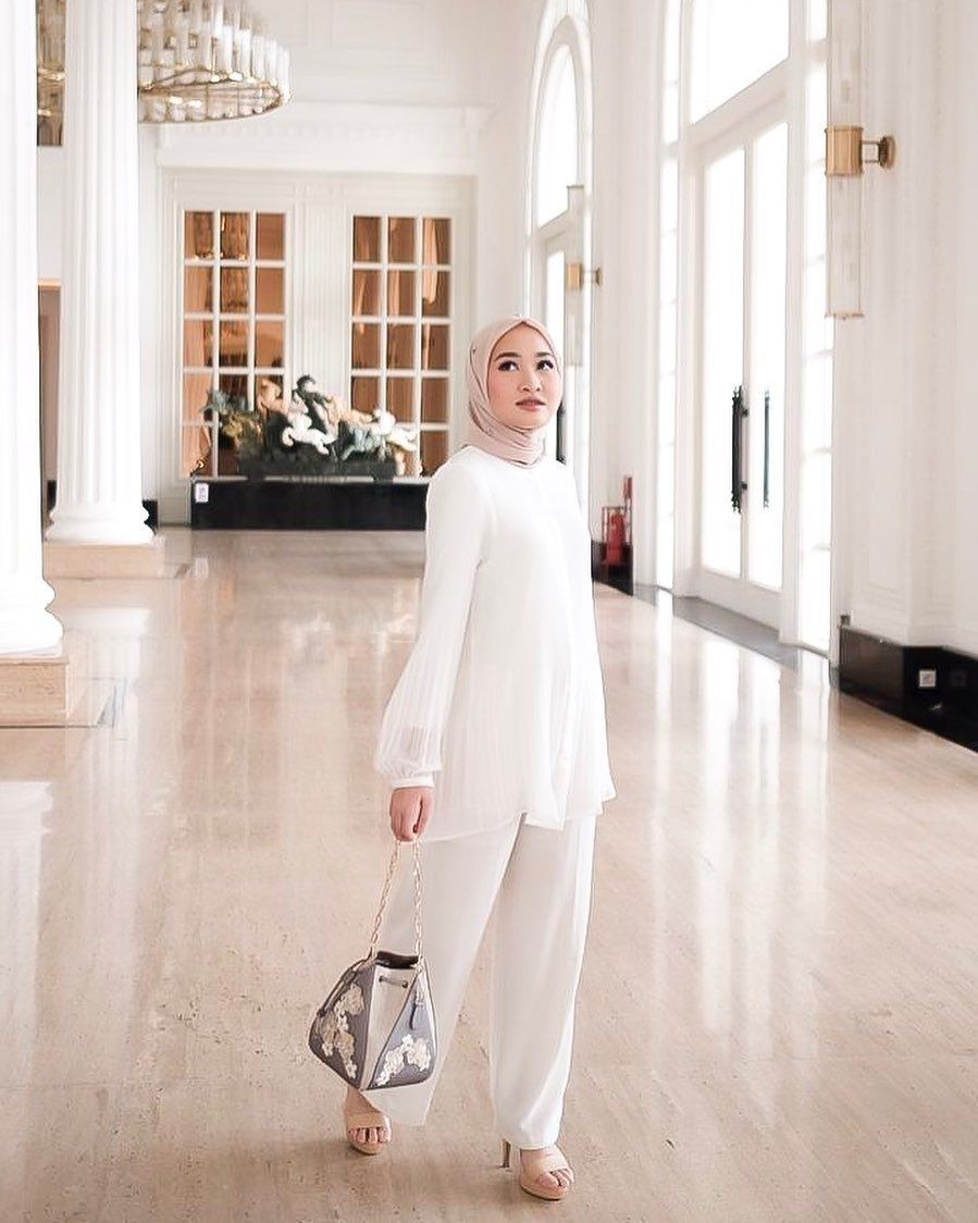 10 OOTD Hijab ala Beauty Vlogger Kiara Leswara, Simple nan Elegan