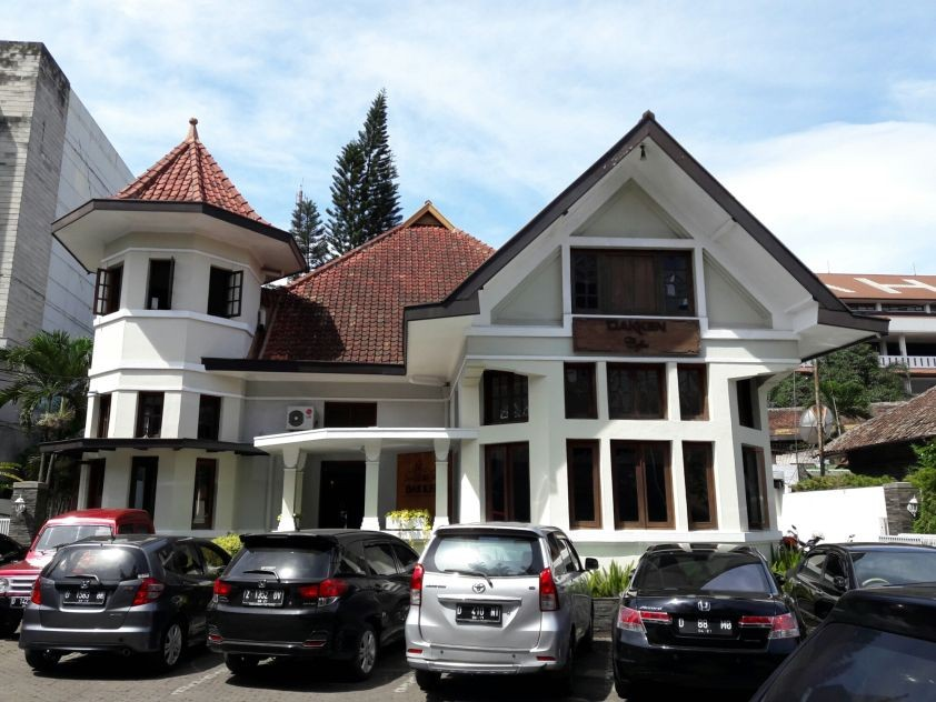 Jadi Tujuan Wisatawan, 10 Bangunan Bersejarah di Bandung yang Ikonik!