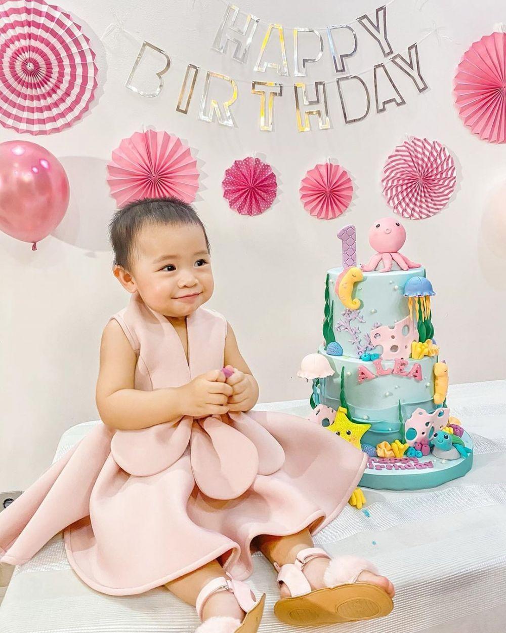 Bayi Eksis, 9 Potret Alea Anak Raditya Dika yang Makin Gemas