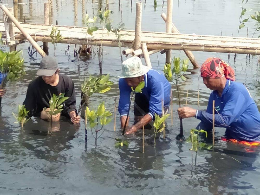 Tinggal di 'Pantai Sampah', Komunitas Remaja Hadir Menjaga Lingkungan