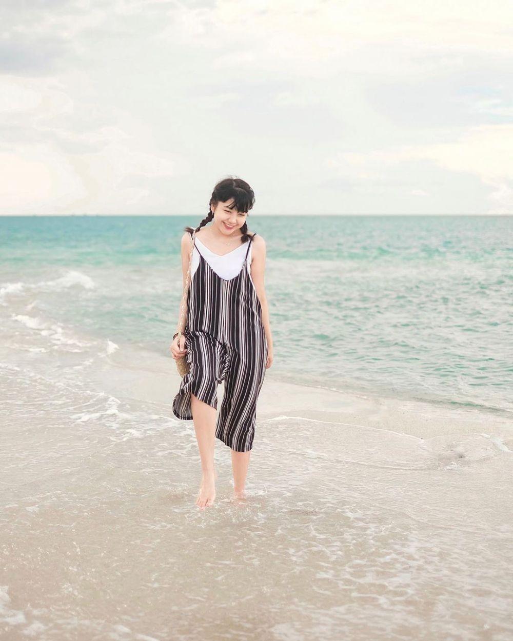 OOTD Liburan ala Ghea Indrawari, Banyak Inspirasi Outfit ke Pantai!