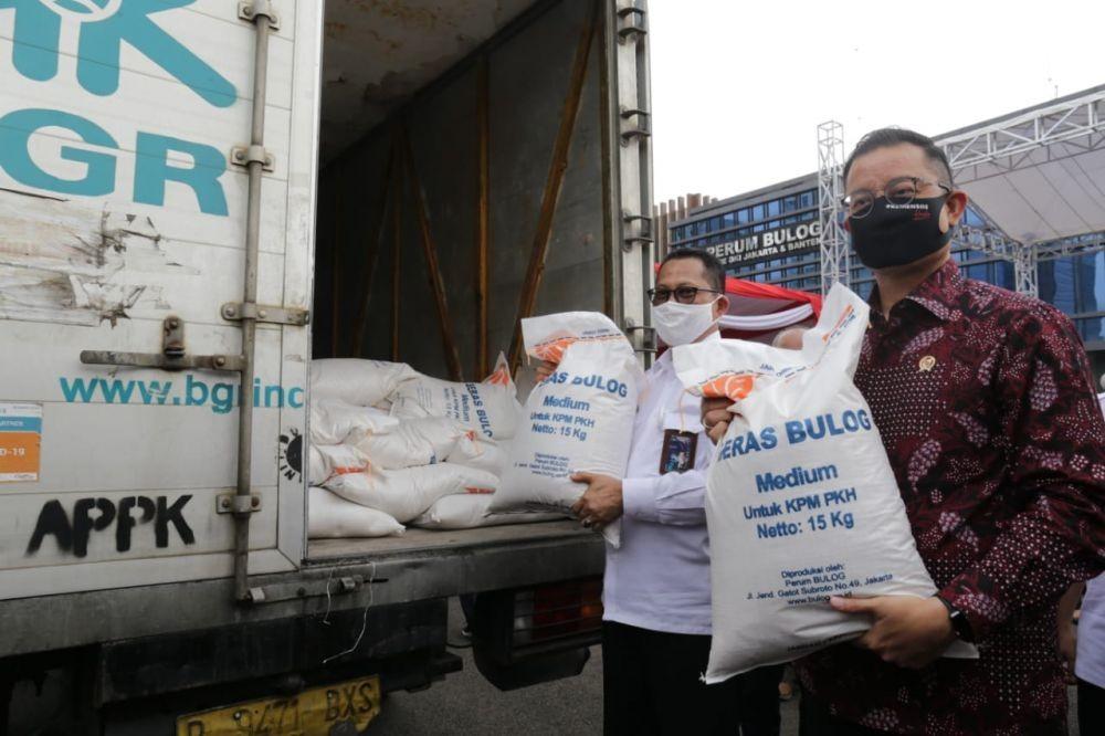 Geger, Warga Cianjur Temukan Beras Plastik dalam Bansos