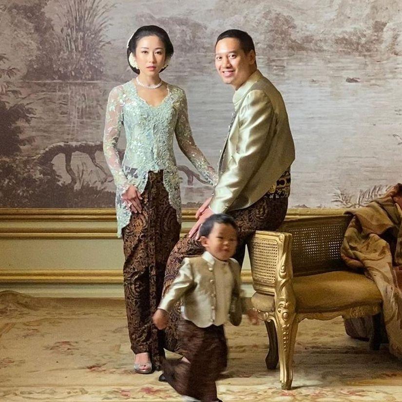 9 Ide Kebaya Glamor ala Rosalindynata Gunawan, Klasik Bak Ningrat!
