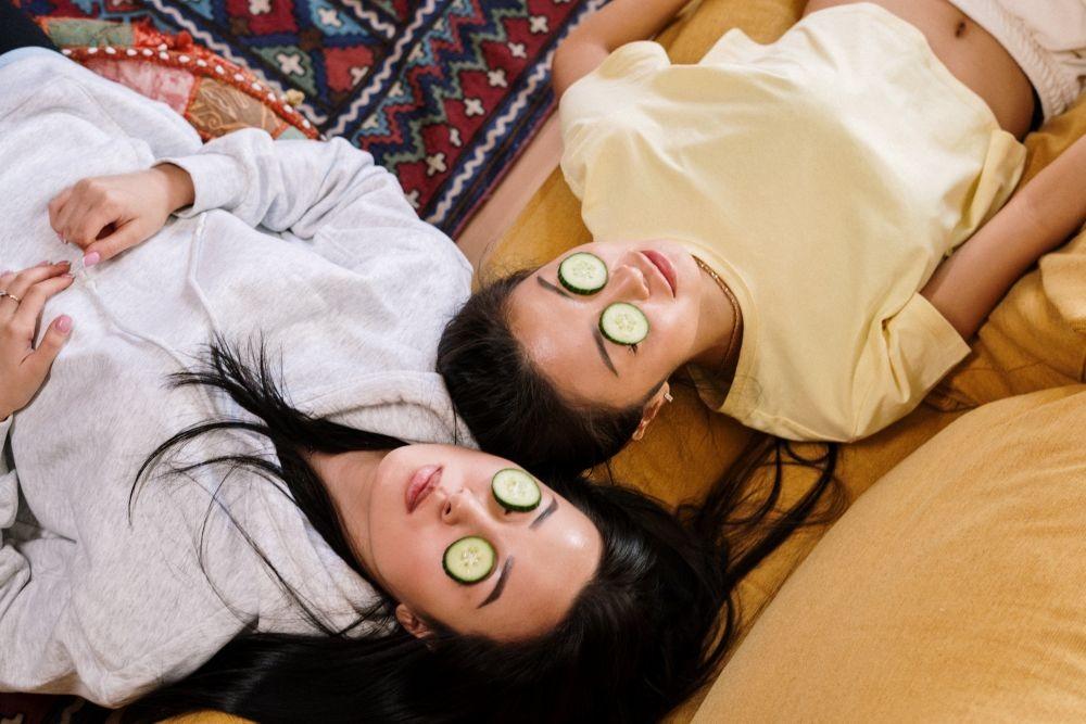 10 Cara Alami Ini Ampuh Cerahkan Kulit Wajah Tanpa Skincare