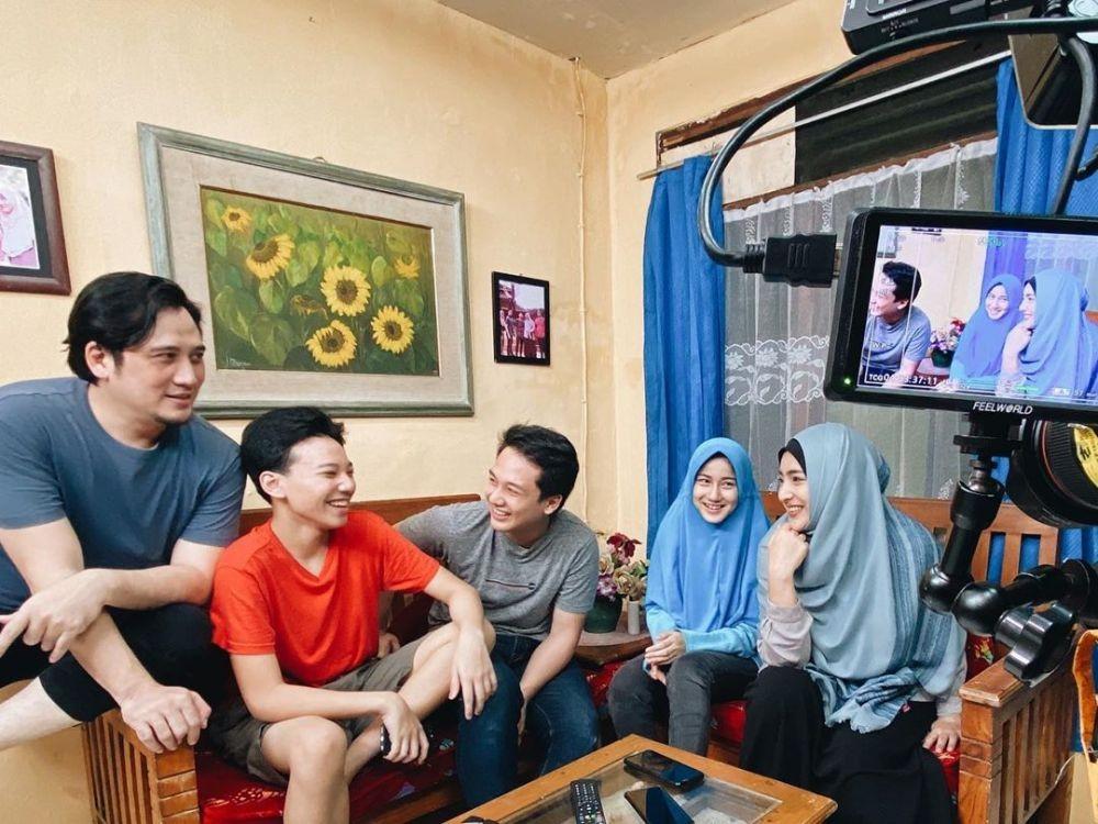 21 Tahun Menikah, 10 Potret Harmonis Keluarga Abi Umi TOP di Kenyataan