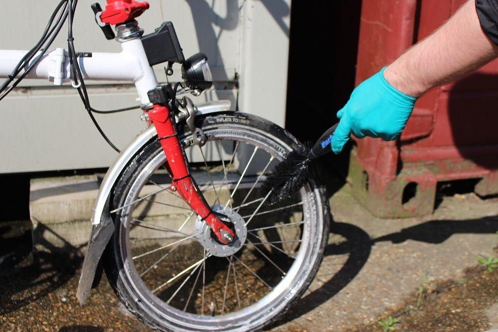 Jangan Keseringan Mencuci Sepeda Brompton dengan Air, Ini Risikonya