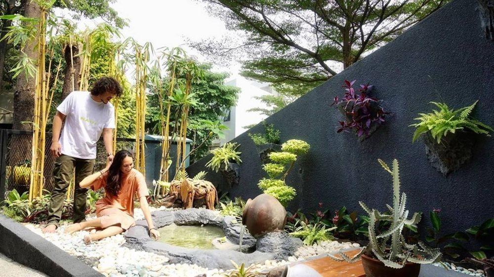 10 Potret Sudut Rumah Dimas Anggara dan Nadine Chandrawinata, Sejuk!