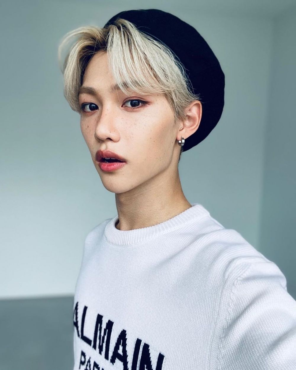 10 Foto Selfie Felix Stray Kids yang Super Hits, Glowing Abis!