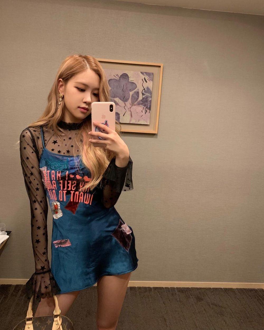 10 Potret Mirror Selfie Rosé BLACKPINK, Bikin Ambyar!