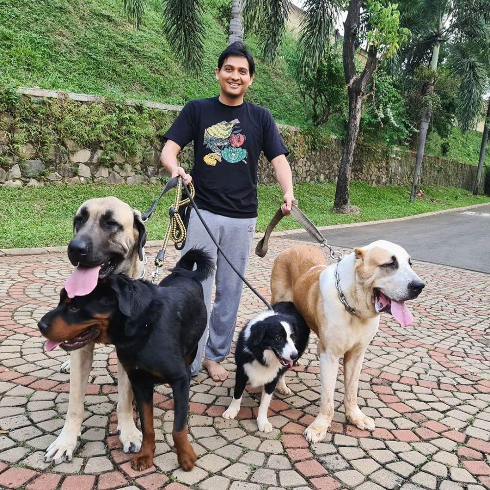 Memeluk Agama Islam, 10 Artis Muslim ini Memelihara Anjing di Rumah