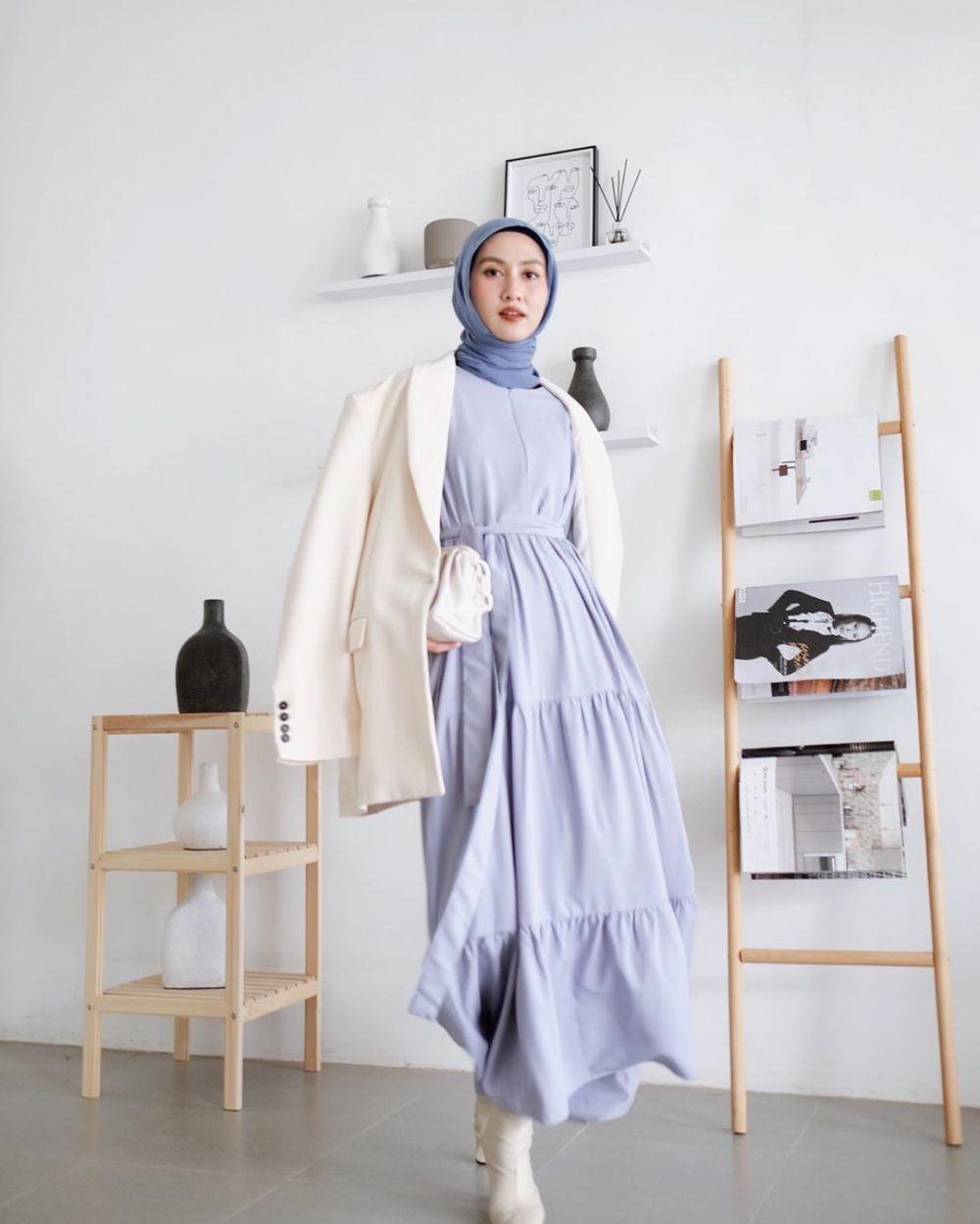 10 Ide Style Hijab Minimalis Selebgram Inas Rana, Banyak Warnanya!