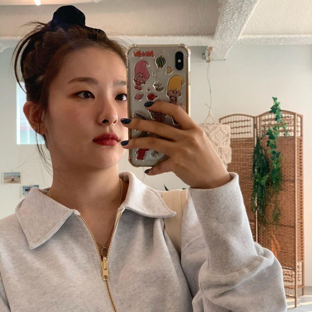 10 Potret Natural Mirror Selfie Seulgi Red Velvet,Apa Adanya Banget