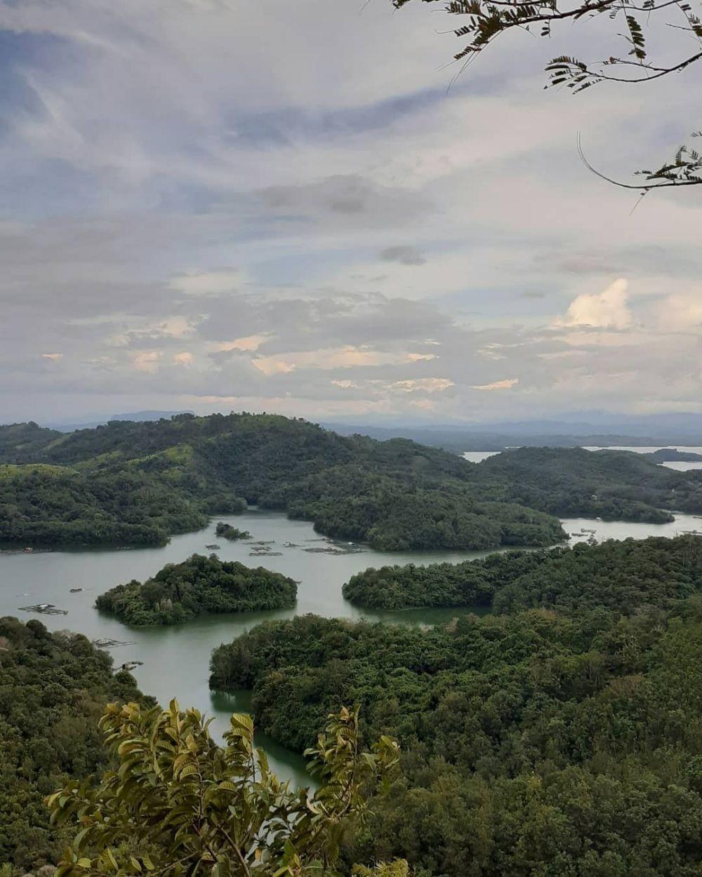 10 Gunung yang Dikenal Angker di Pulau Kalimantan, Ada Kerajaan Gaib